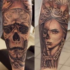 Голые красивые девушки с зловещими татуировками фото