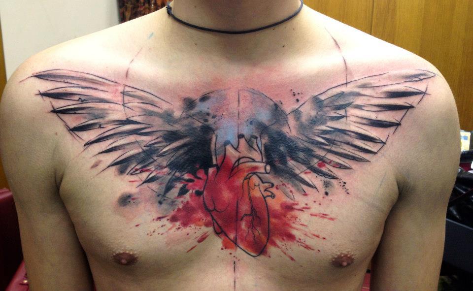 Тату крылья на грудине значение
