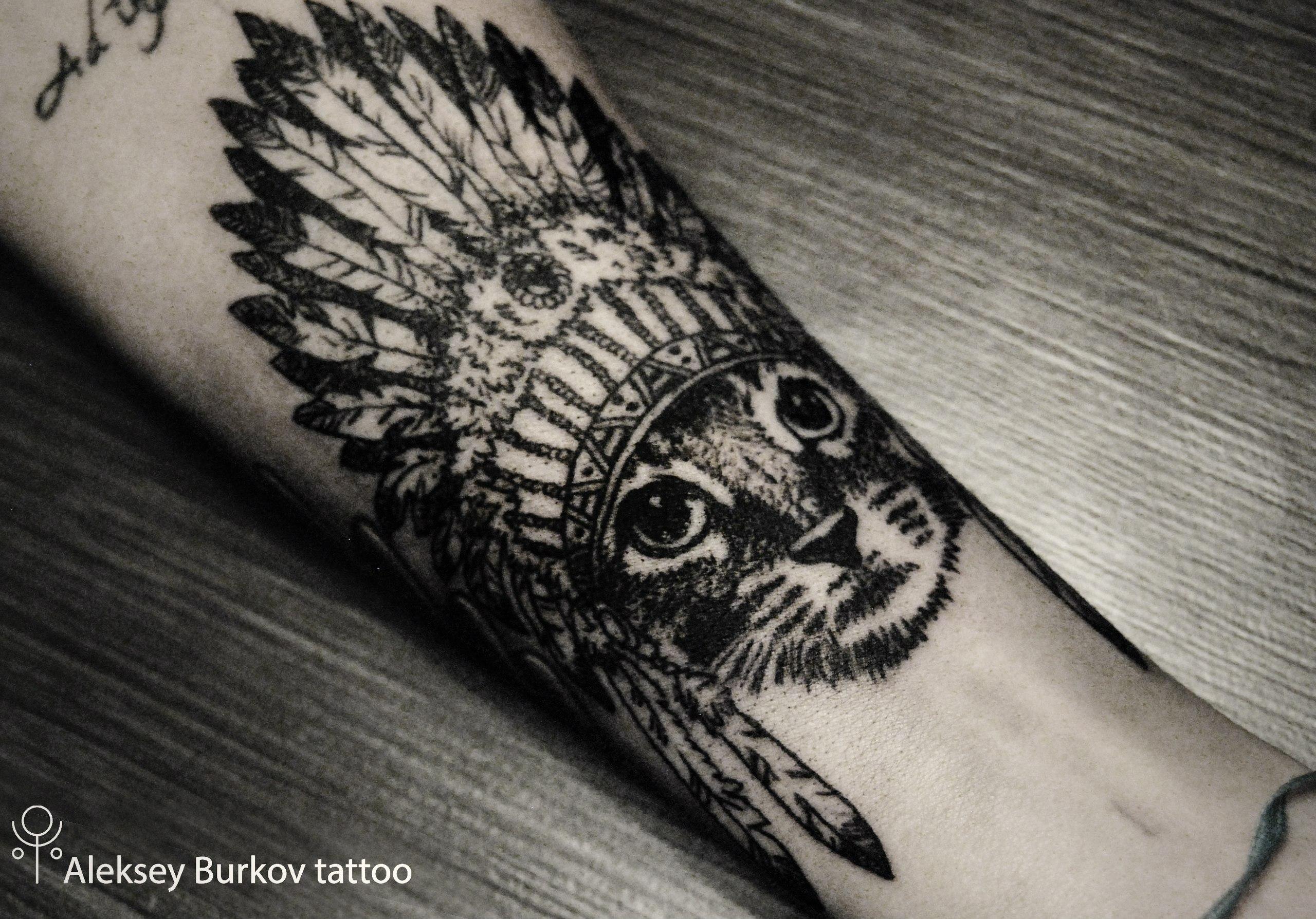Татуировки графические на руке