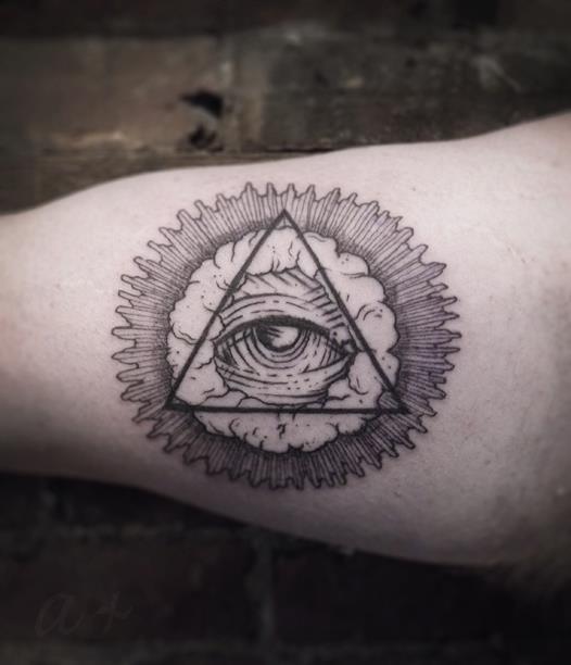 Тату треугольники с глазами