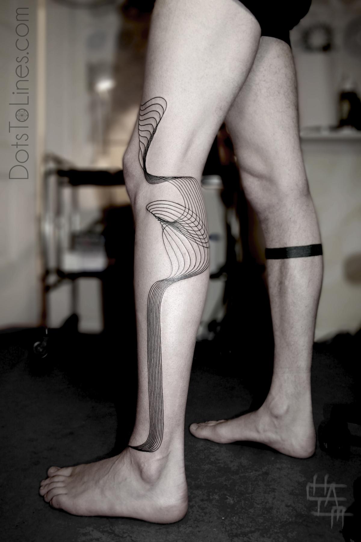 Черно белое тату на ноге мужские фото