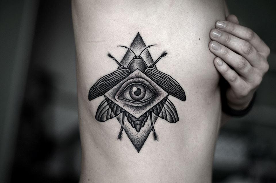 Фото татуировок на ребрах
