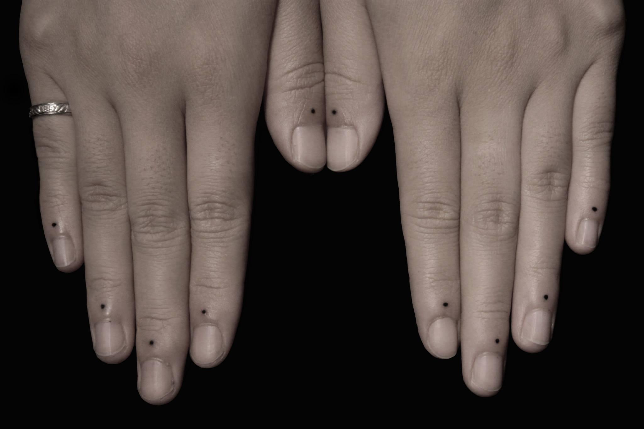 Что означает три точки на руке тату