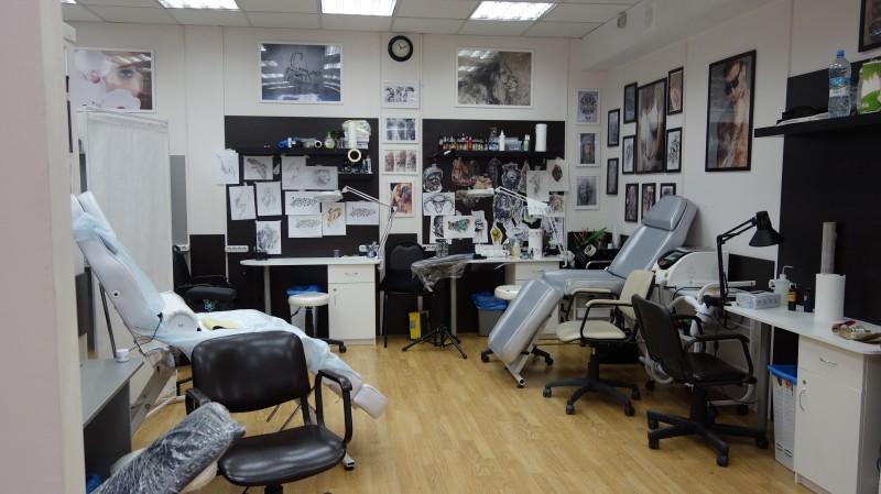 Рабочее пространство студии татуировки