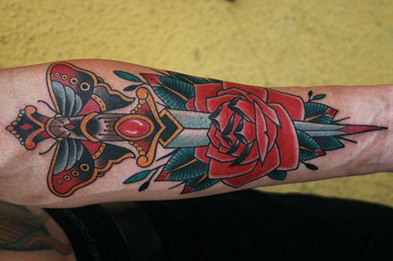 Татуировка кинжал и ее значение