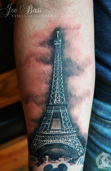 Татуировка Эйфелева башня