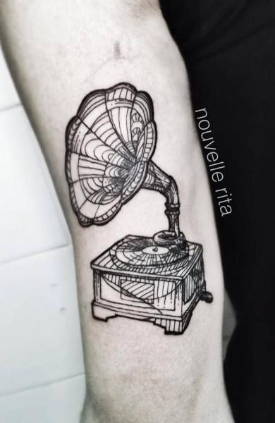 Татуировка в стиле гравюра