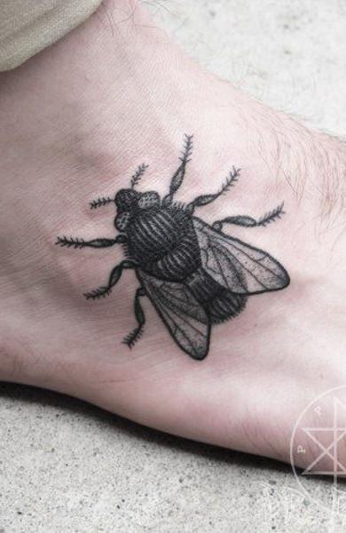 Татуировка муха