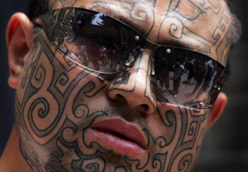 Татуировка на лбу