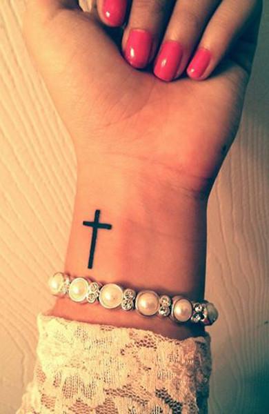 Татуировка латинский крест