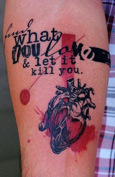 Татуировка любовь на предплечье