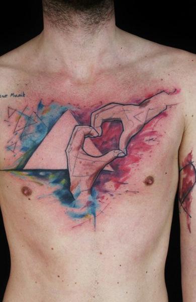 Татуировка любовь на груди