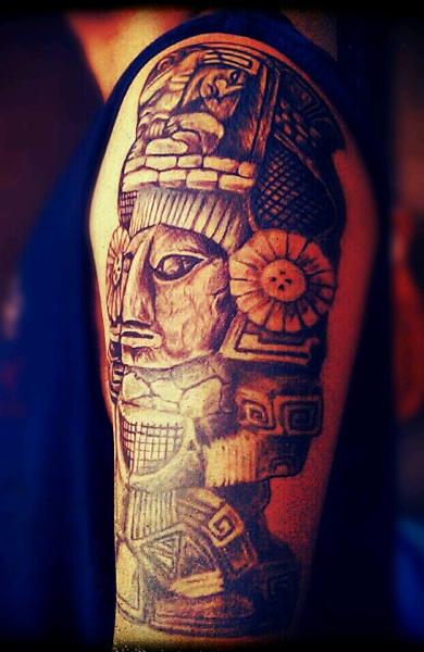 Татуировка в стиле Майя