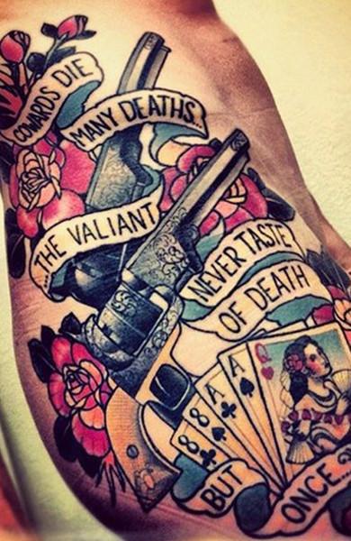 Татуировка в стиле олдскул