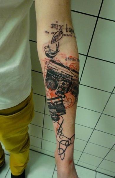 Татуировка магнитофон