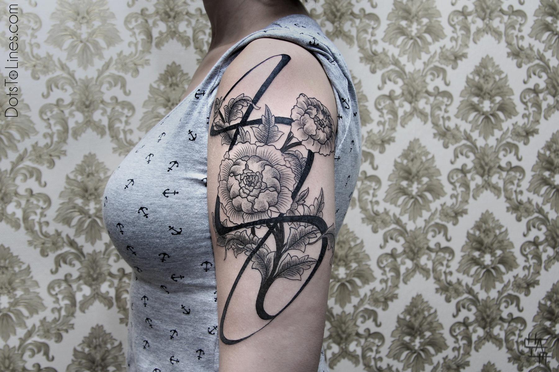 Тату цветы на руке черно белые эскизы