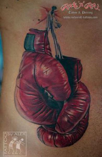 Татуировка боксерские перчатки