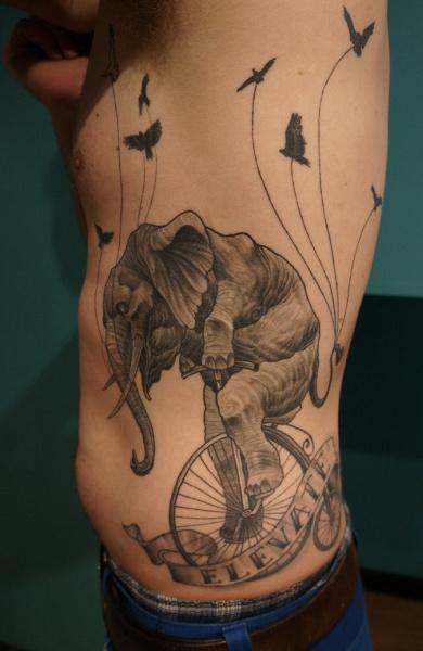 фото татуировка слон