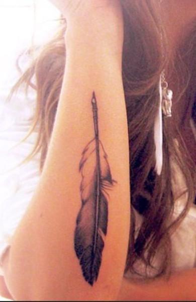 эскиз татуировки перо