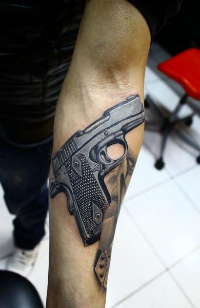 фото татуировка пистолет