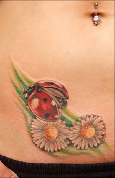 Татуировка божья коровка