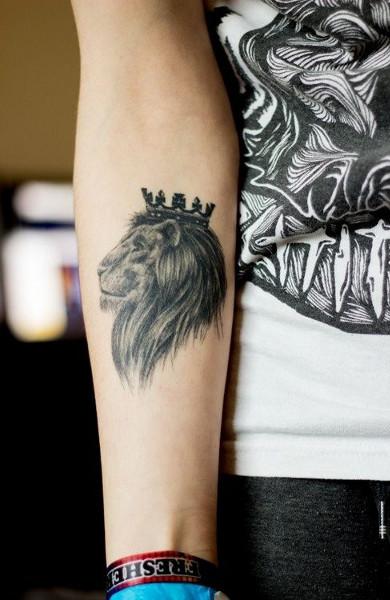 Татуировка знак зодиака лев