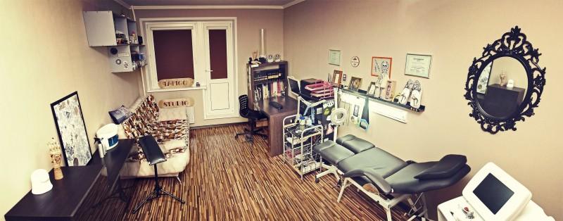 Внутри студии татуировки