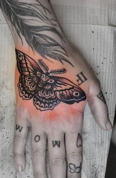 Татуировка мотылек