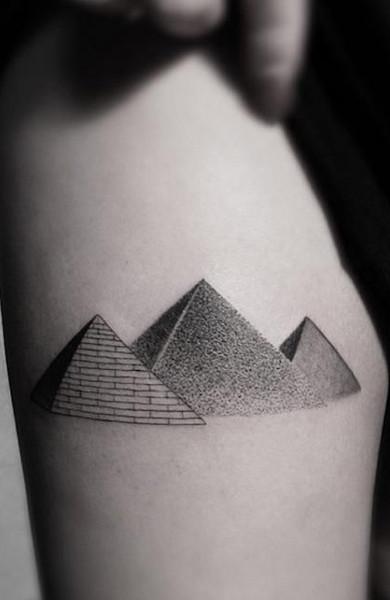 Татуировка пирамида