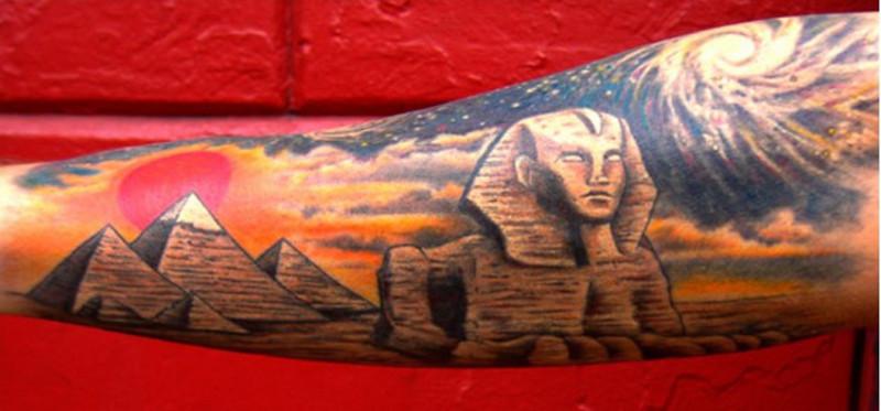 Татуировка сфинкс на руке