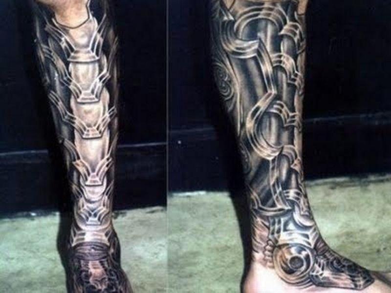 Татуировка доспехи на ноге